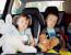 dzieci podróżujące w foteliku samochodowym