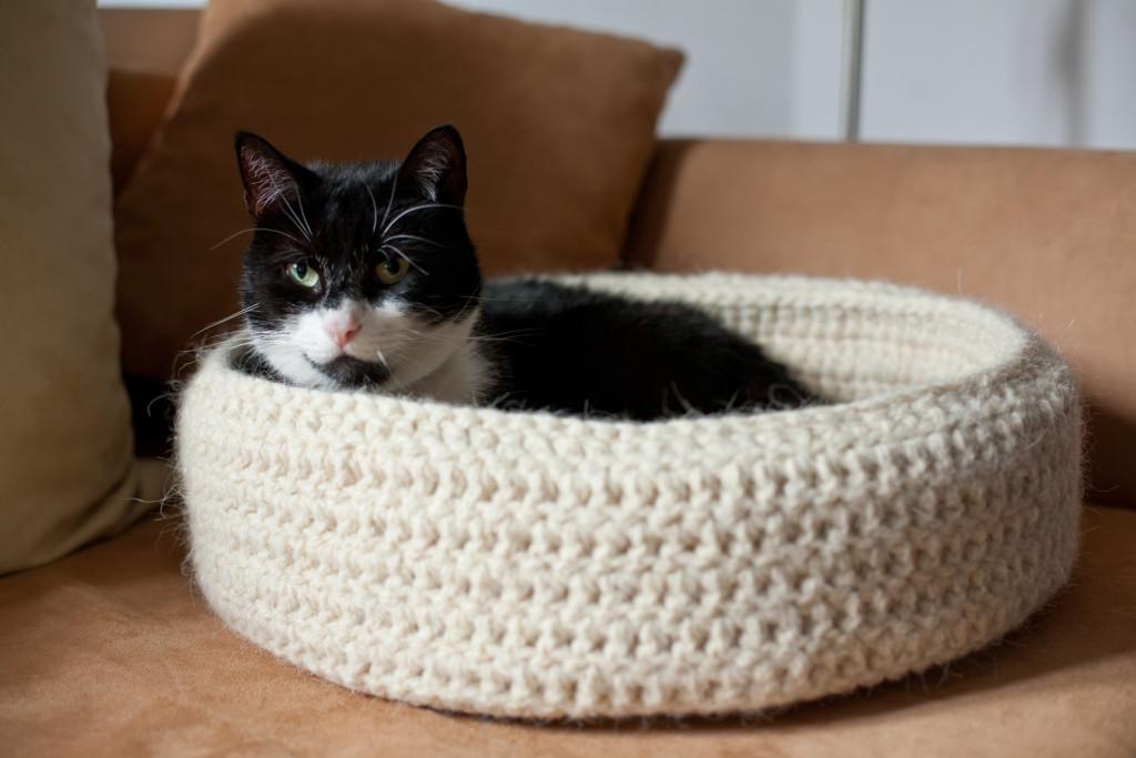 recznie robione legowisko dla kota