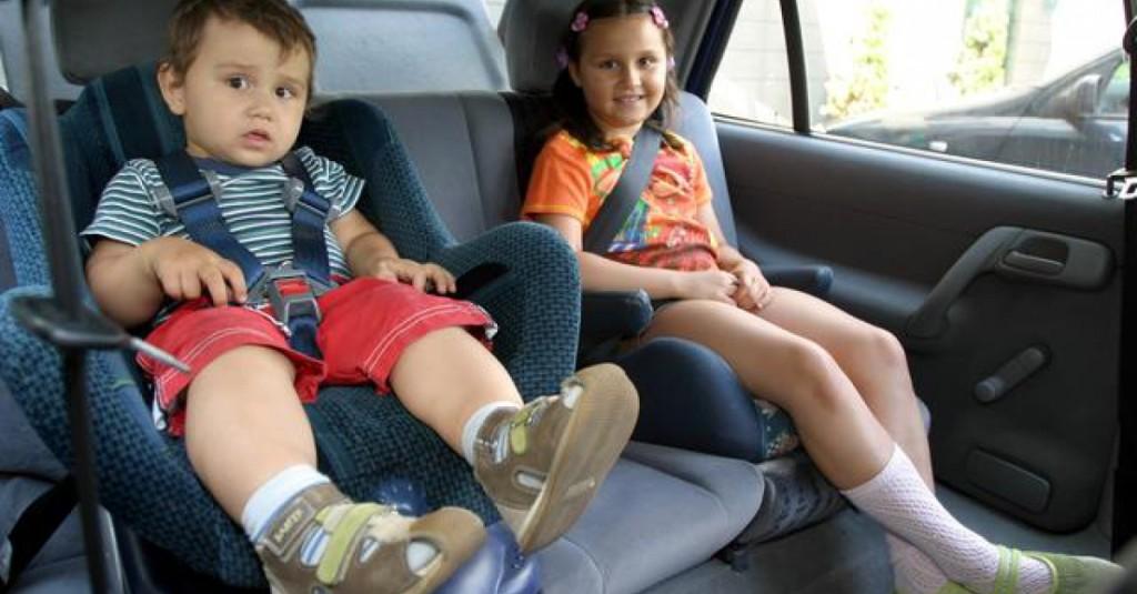 dziecko w samochodzie bezpieczeństwo