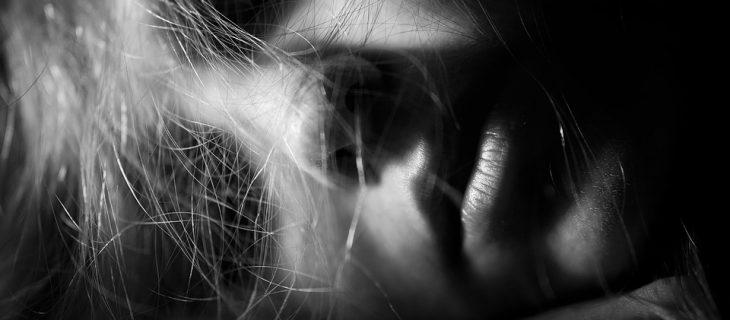 paraliż senny - śpiąca kobieta